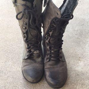 Sz. 6.5 Steve Madden moto boots with blue zipper